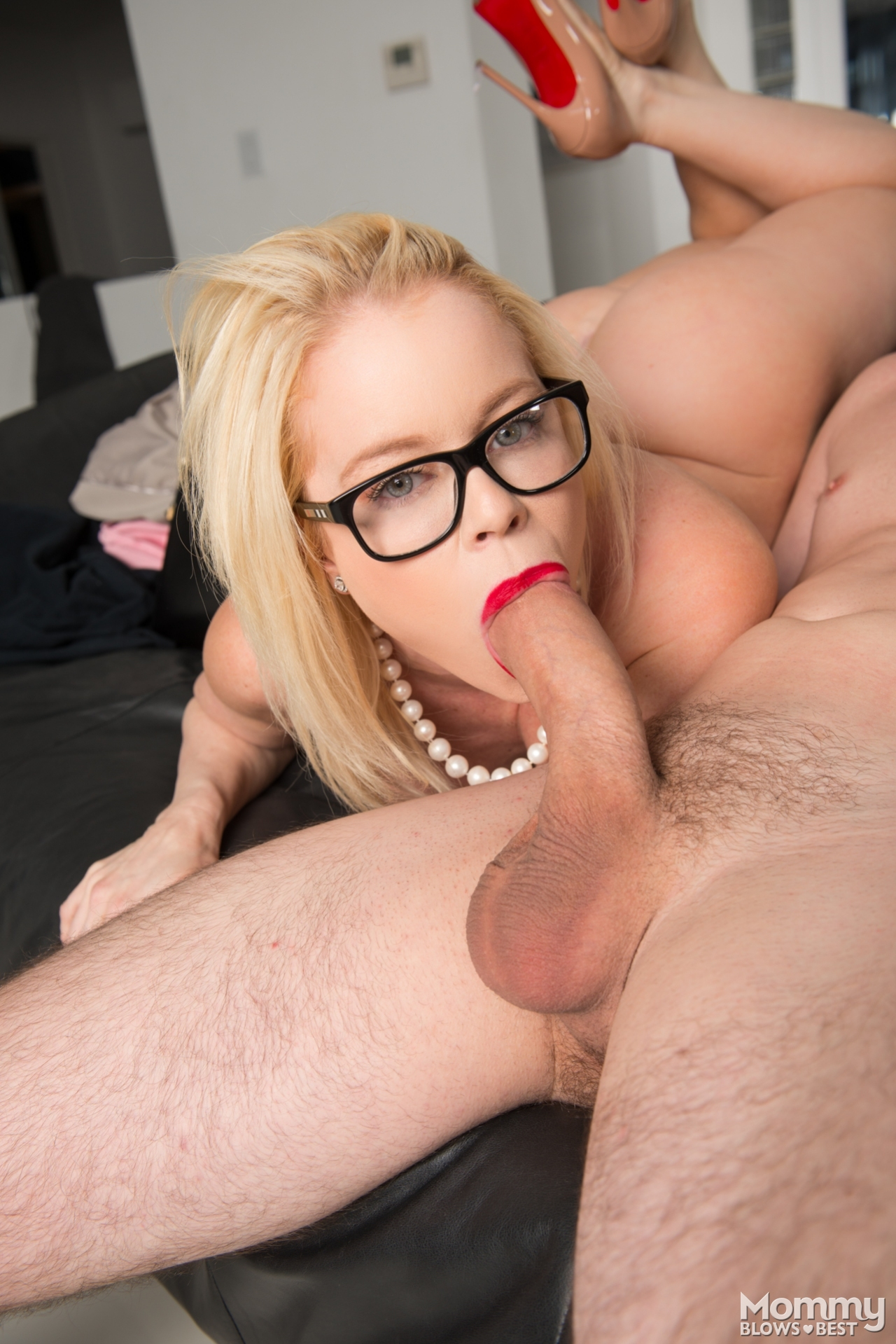 Mommy blows best tube